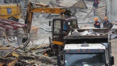 Draga de cargas, construção de poeira na construção de site — Vídeo Stock