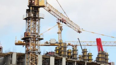 Elevating crane moves blocks on building site of under construction house — Stock Video