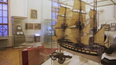 Interior of historical museum, panning — Stock Video