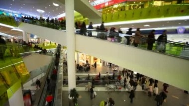 Shoppers on escalators in big multistory mall — Stock Video