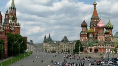 Kremlin and Cathedral of Vasily the Blessed on Red Square. Summer day. Time lapse. — Stock Video