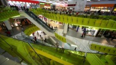 Rushing on escalators in multistorey mall — Stock Video