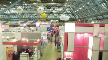 In exhibition centre approach to stands to receive the information, the top view — Stock Video