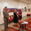 Photographers exhibition of East Administrative District of Moscow in showroom — Stok video