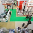 "Go, consider pavilions, talk in hall at an exhibition ""Public health services, medical equipment and medical products\"" — Stock Video"