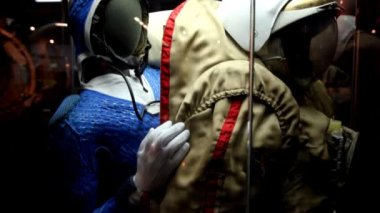 Spacesuit in The Memorial Museum of Cosmonautics — Stock Video