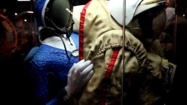 Spacesuit in The Memorial Museum of Cosmonautics — Stock Video