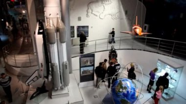 宇宙飛行士記念の記念博物館はロシアの宇宙の展示物に捧げられて — ストックビデオ