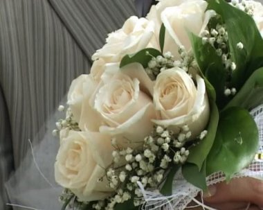Bridegroom and bride holds wedding bouquet — Stock Video