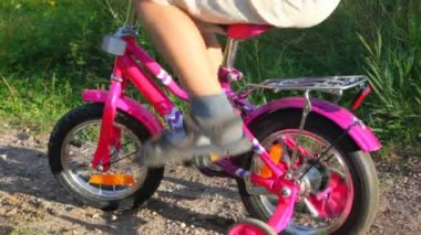 Boy pedaling on bicycle stopped in park — Stock Video