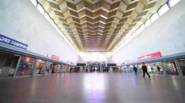 Leningradsky rail terminal in Moscow, situated on komsomolskaya square — Stock Video