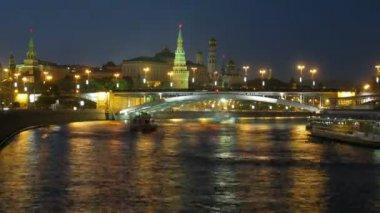 Bridge through the river about the Kremlin — Stock Video