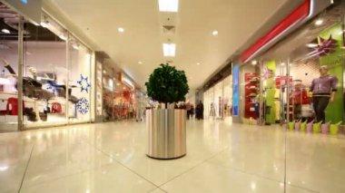 In modern shopping centre — Vidéo