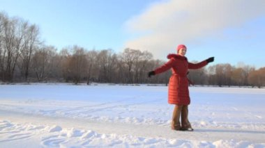 Woman spinning in snowfield and throws up snow — Stock Video