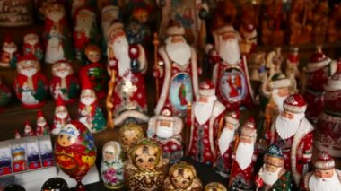 Many souvenir Russian wooden dolls, which are called Matryoshka and figures of Father Frost — Stock Video