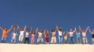Fifteen persons jumping on sandy hill — Stock Video