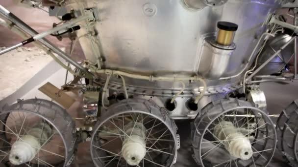 Sonde russe de lune dans le musée mémorial de l'astronautique — Vidéo
