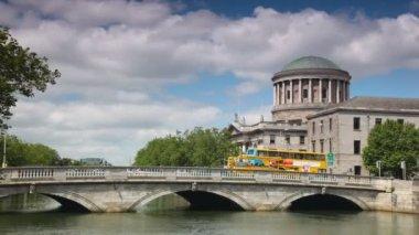 Transport moves on the bridge, summer day. Dublin, Ireland. — Stock Video