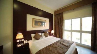 Interior of hotel room - it is possible to find hotel in Dubai for all tastes in Dubai, UAE. — Stock Video