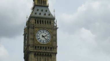 Close-up do big ben em londres, inglaterra. — Vídeo Stock