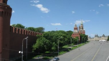 Road at Red Square, Kremlin and the river. — Stock Video