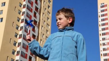 Boy holding toy windmill — Stock Video