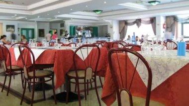 Tables at the Italian restaurant. — Stock Video