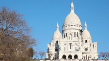 Sacre Coeur Basilica of the Sacred Heart of Jesus Montmartre in Paris, France — Stock Video