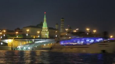 View on Kremlin, river, bridge in Moscow, Russia — Stock Video