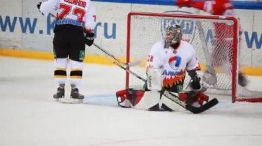 "Goal in net ""Almaz"" on junior hockey match ""Spartak""-""Almaz"" of MHL — Stock Video"