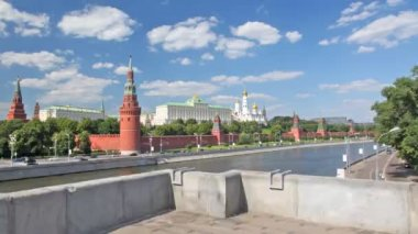 Camera moves through the bridge nearby to the Kremlin, Moscow. — Stock Video
