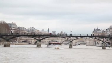 "View from cutter moving in Siene river past by bridge ""Pont des Arts"", Paris, France — Stock Video"