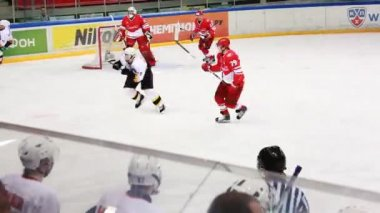 """Spartak"" goalkeeper situation permits on junior hockey match ""Spartak""-""Almaz"" of MHL — Stock Video"