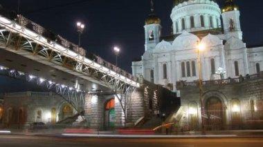 Kathedraal van christus de verlosser en bridge — Stockvideo