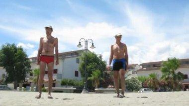 Two men do gymnastics on a square in Mandatoriccio, Italy. — Stock Video
