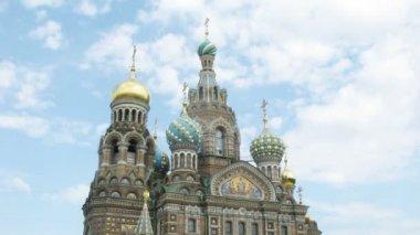 Le sauveur sur la cathédrale de sang déversé. sankt-petersburg, russie. — Vidéo