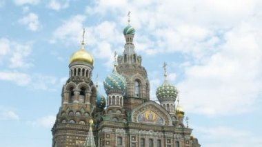 The Saviour on the Spilled Blood Cathedral. Sankt-Petersburg, Russia. — Stock video