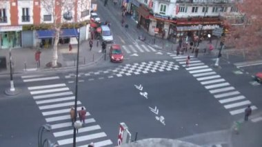 Brisk crossroads near subway station Chateau dEau in Paris, France. — Stock Video
