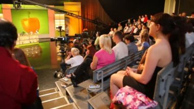"Spectators in studio during filming of show ""Culinary Battle"" on channel NTV in Moscow — Stock Video"