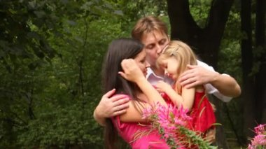 Family carrying one child hugging embracing and kissing — Vidéo
