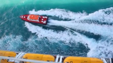 Cutter sailing out cruise liner in sea — Stock Video
