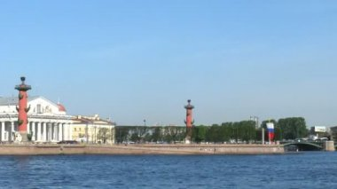 In the summer on Neva river boats — Stock Video