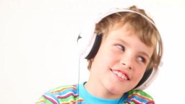 Boy shake his head in earphones — Stock Video