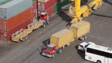 Грузовые контейнеры в морских портах — Стоковое видео