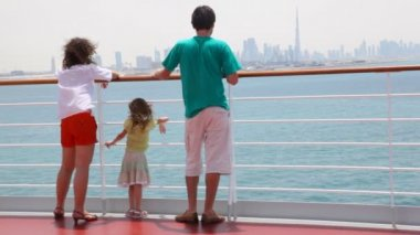 Family is standing on deck of cruise ship — 图库视频影像