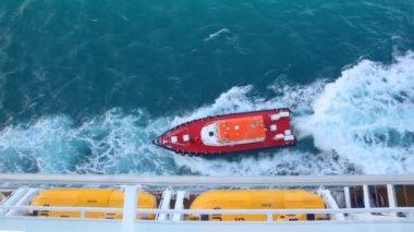 резец, парусный спорт круизный лайнер в море — Стоковое видео