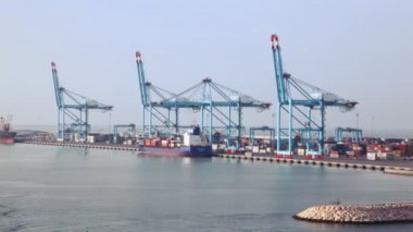 Cargo ships in sea freight dock — Stock Video