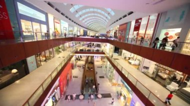 Dubai Mall from inside, with visitors in it in Dubai, UAE. — Stock Video