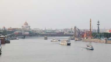 View on river and city about it, the Cathedral of Christ The Saviour, The Crimean bridge, Moscow. — Стоковое видео