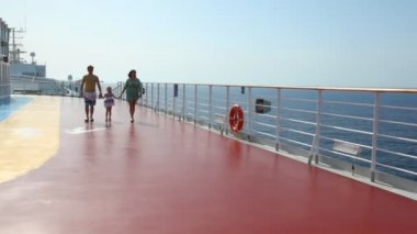 Family is going to camera on deck of ship — Stock Video